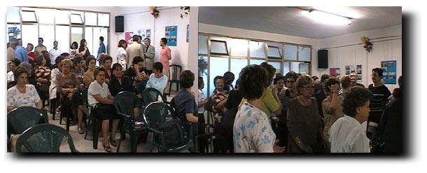 La sala dell'Associazione Via Nuova prima e dopo la presentazione: sono rimasti quasi tutti fino alla fine!